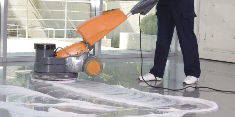 مشروع تنظيف المنازل والشركات والوحدات التجارية